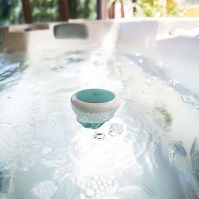 Eine Smart Wasserstation zum auswerten und Prüfen der Wasserqualität ihres Pool Wasser.